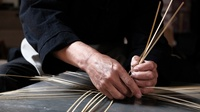 """竹篮养鱼丨这位竹编匠人让非遗""""活""""在当 下,""""火""""在民间"""